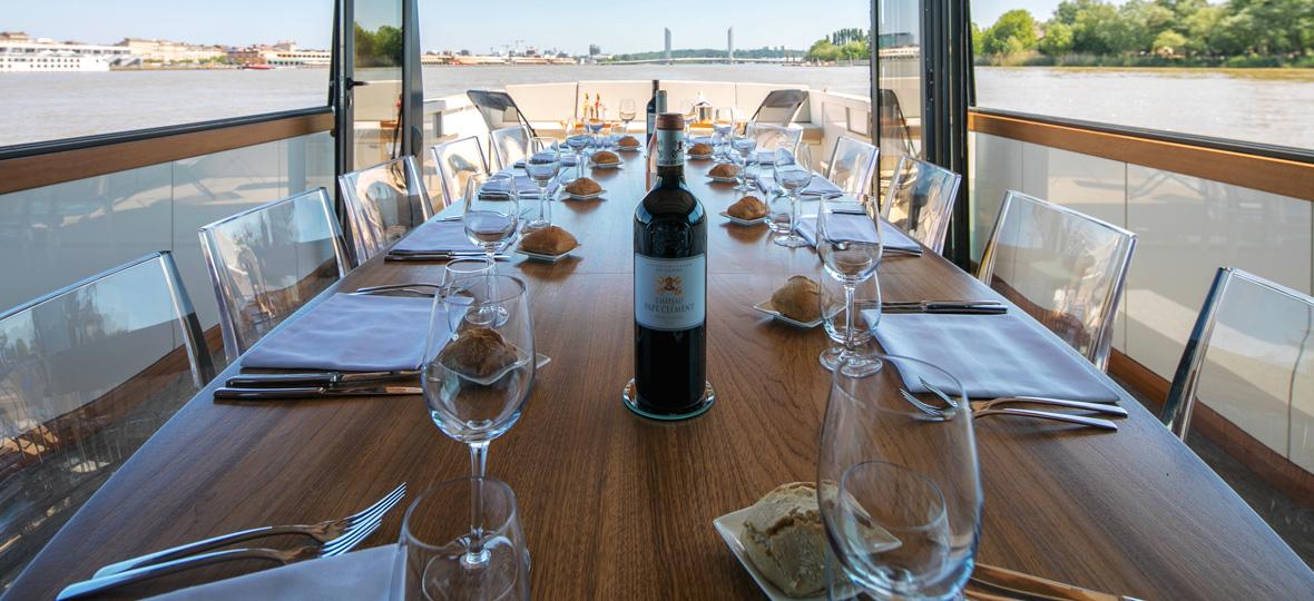 Coffret cadeau table sur le fleuve à bord de l'Esprit Garonne